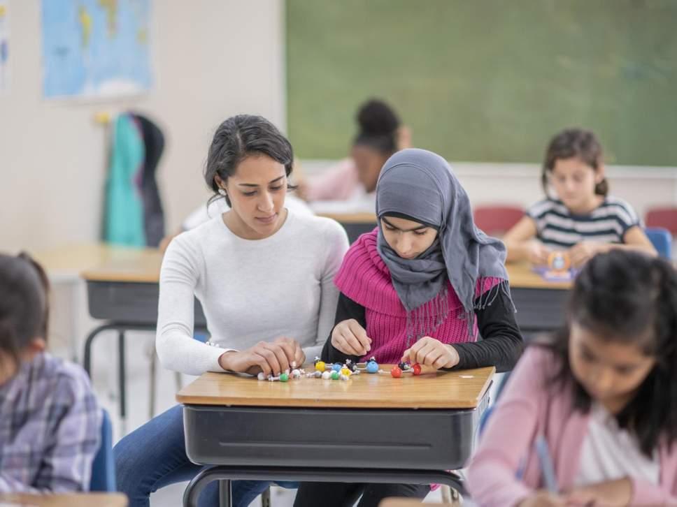 Austria ndalon vendosjen e shamive në shkollat fillore