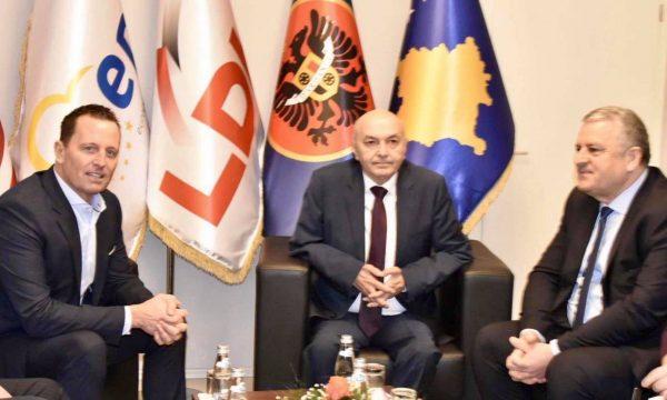 Agim Veliu del në përkrahje të marrëveshjeve për hekurudhën dhe autostradën
