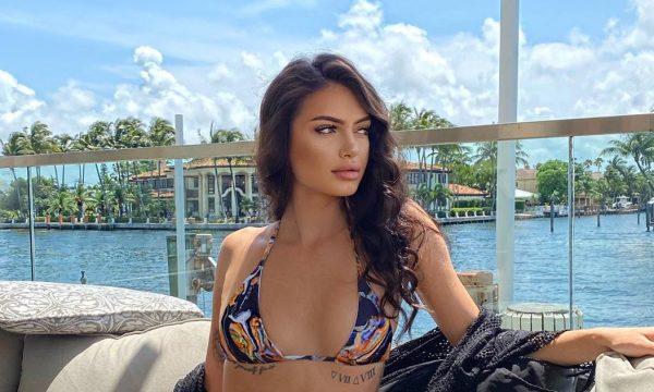 Ish e dashura e Robert Berishës, paraqitet seksi në plazh
