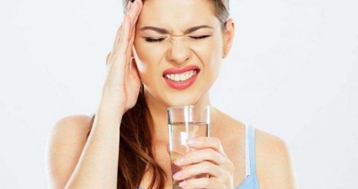 Tri shenja që tregojnë se duhet të pini më shumë ujë