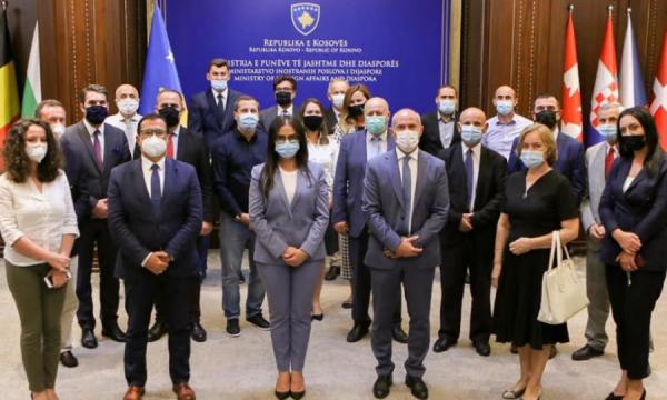 Kthehen në Kosovë më shumë se 50 diplomatë, 30 të tjerë do të nisin shërbimin