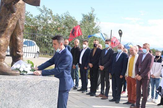 Përfaqësues nga Komuna e Lipjanit kanë nderuar dëshmorin e Kombit Arsim Zeqiri