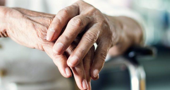 Tri mënyra natyrale për të parandaluar sëmundjen e Parkinsonit