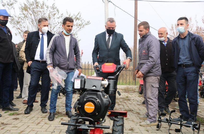 Komuna e Lipjanit ka ndarë motokultivarë për bujqit lipjanas